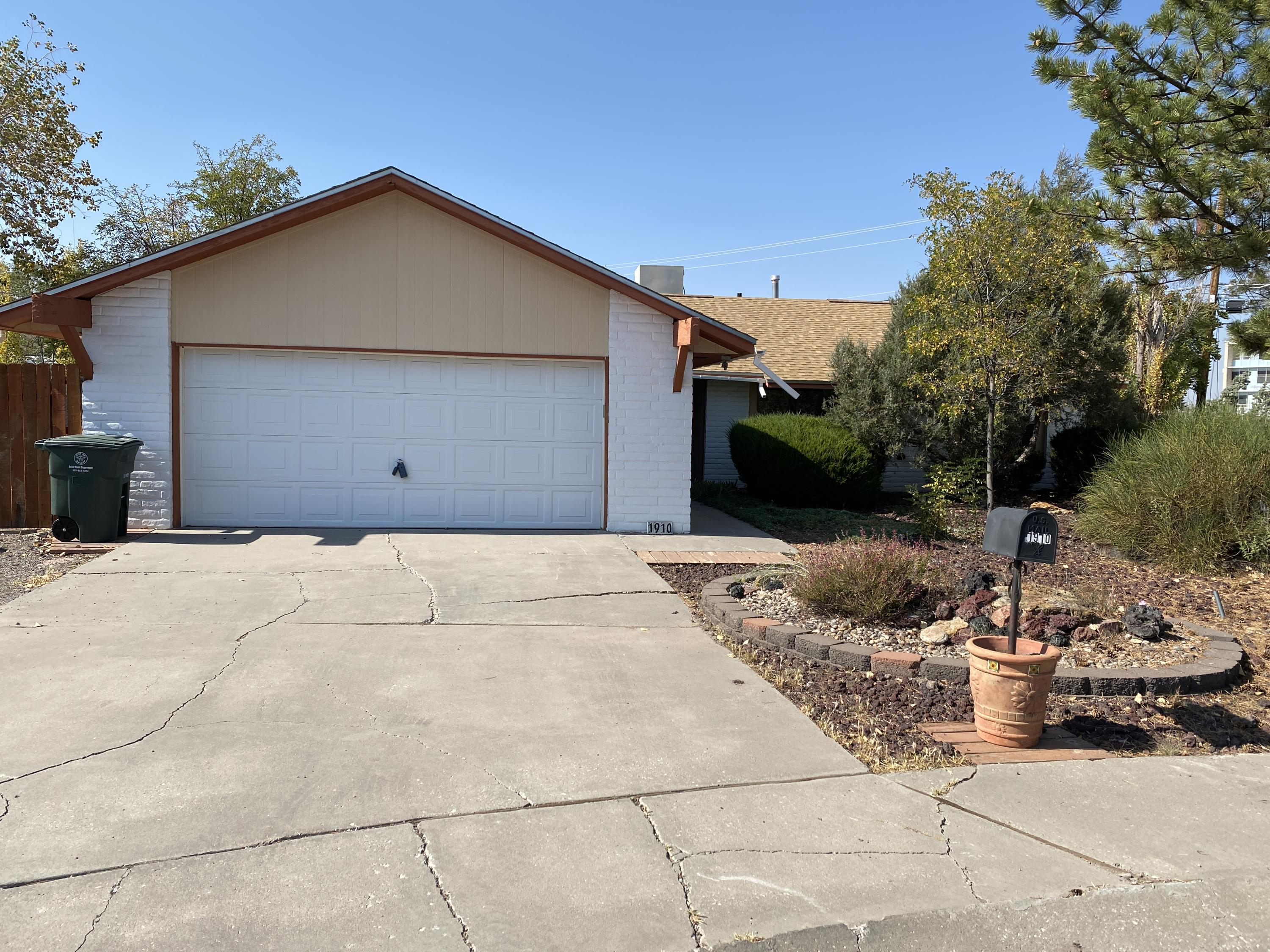 1910 MOUNTAIN VIEW Drive Property Photo - Gallup, NM real estate listing