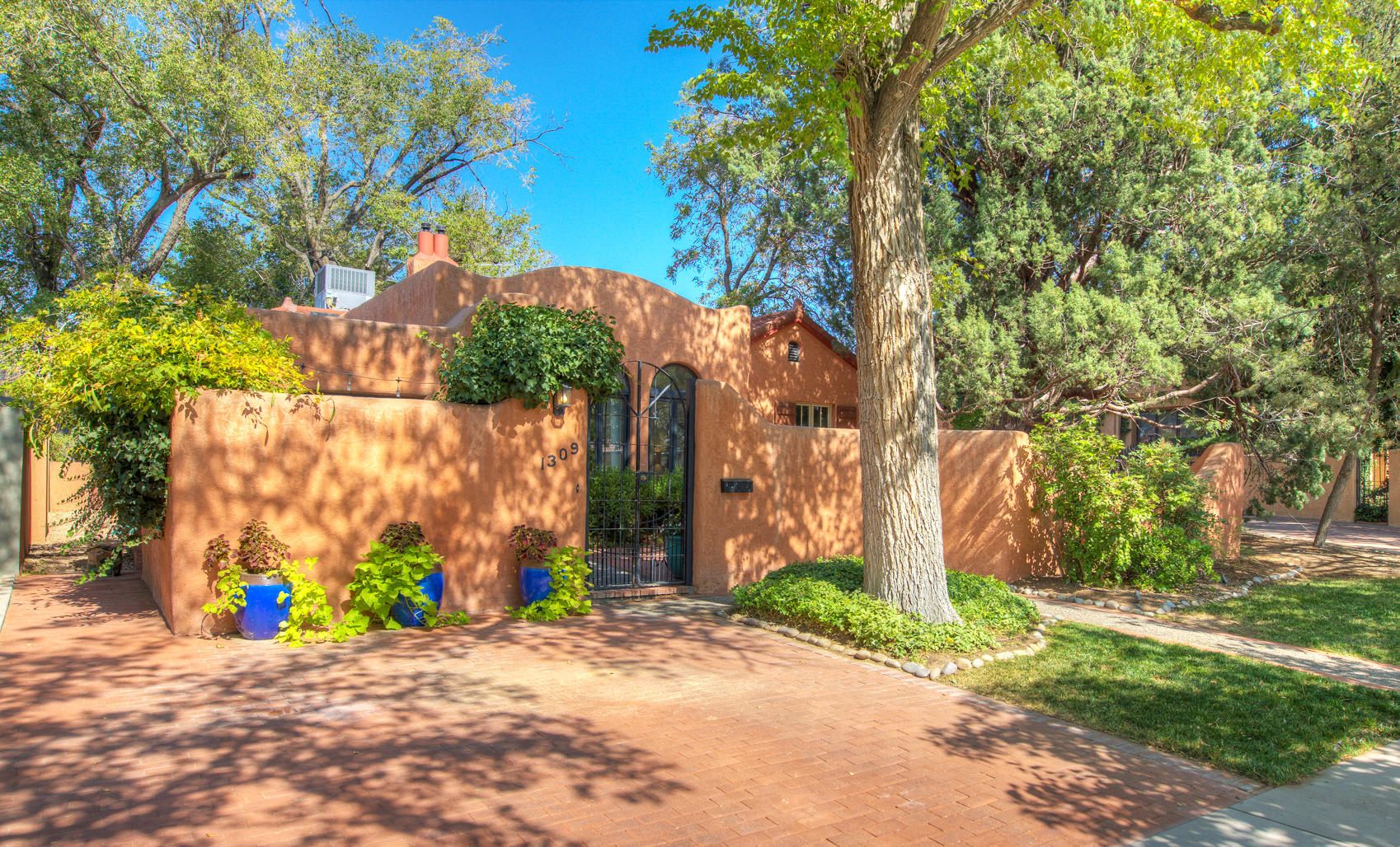 1309 LAS LOMAS Road NE Property Photo - Albuquerque, NM real estate listing