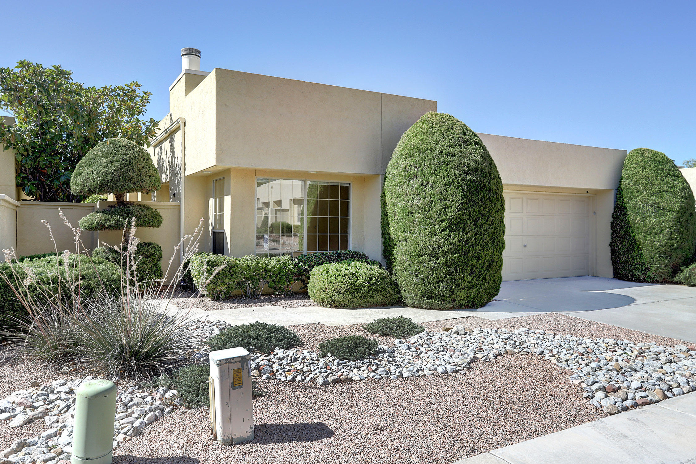 7925 Woodleaf Drive NE Property Photo - Albuquerque, NM real estate listing
