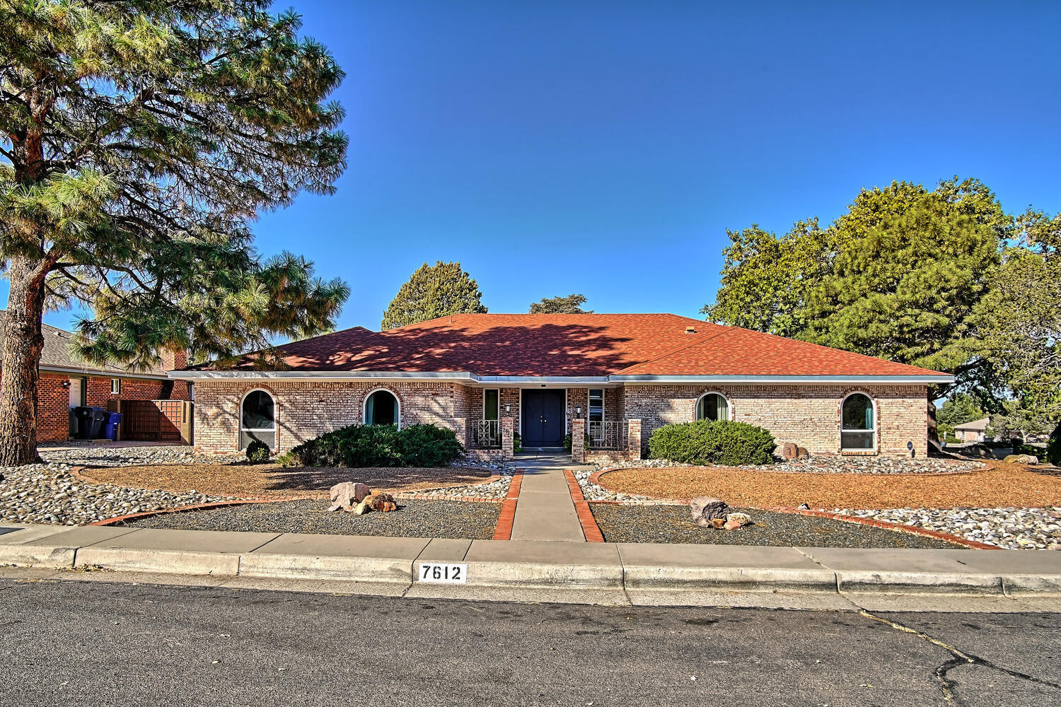 7612 Arroyo Del Oso Avenue NE Property Photo - Albuquerque, NM real estate listing