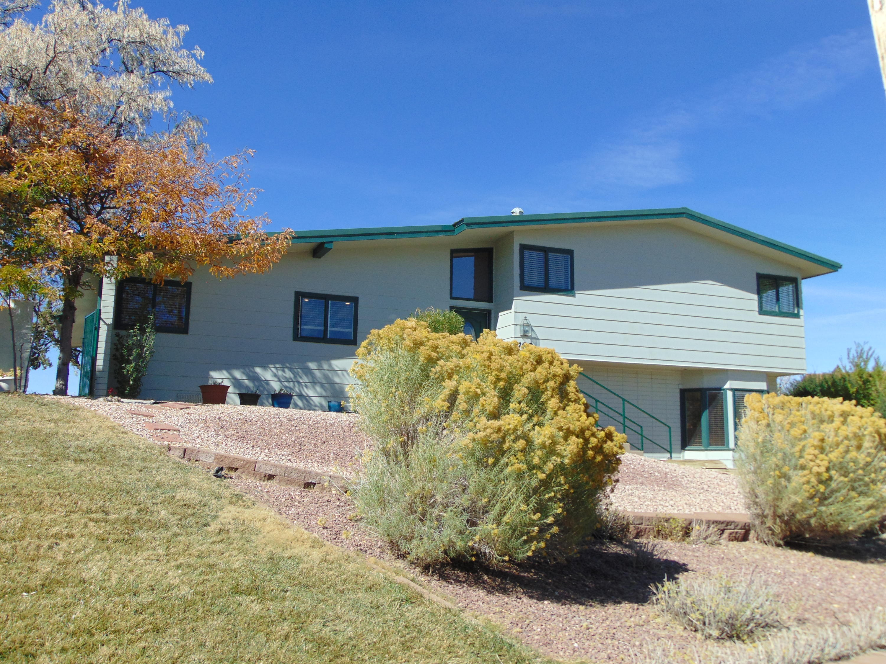 708 JULIE Court Property Photo - Gallup, NM real estate listing