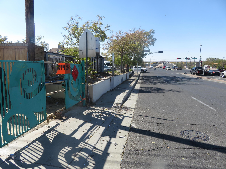 406 Avenida Cesar Chavez Se Property Photo