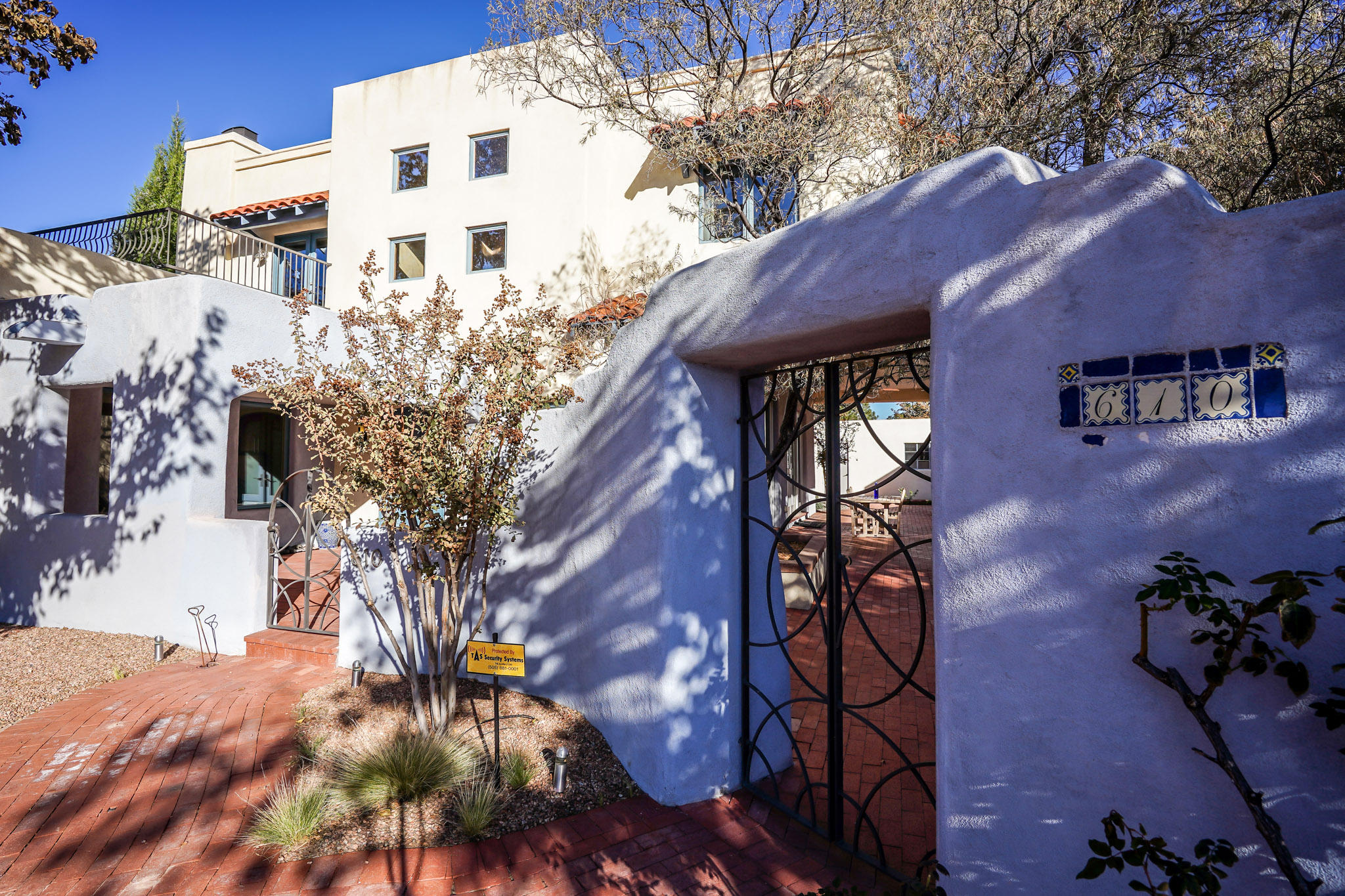 610 RICHMOND Drive NE Property Photo - Albuquerque, NM real estate listing