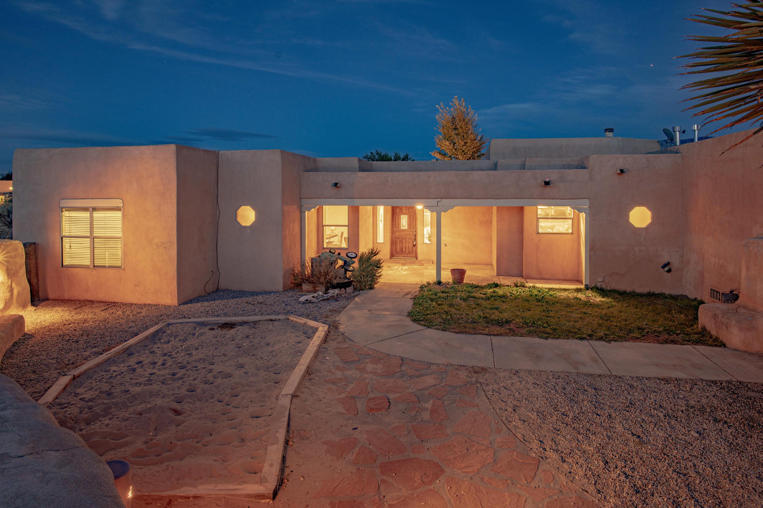 642 Mission Valley Road Property Photo - Corrales, NM real estate listing