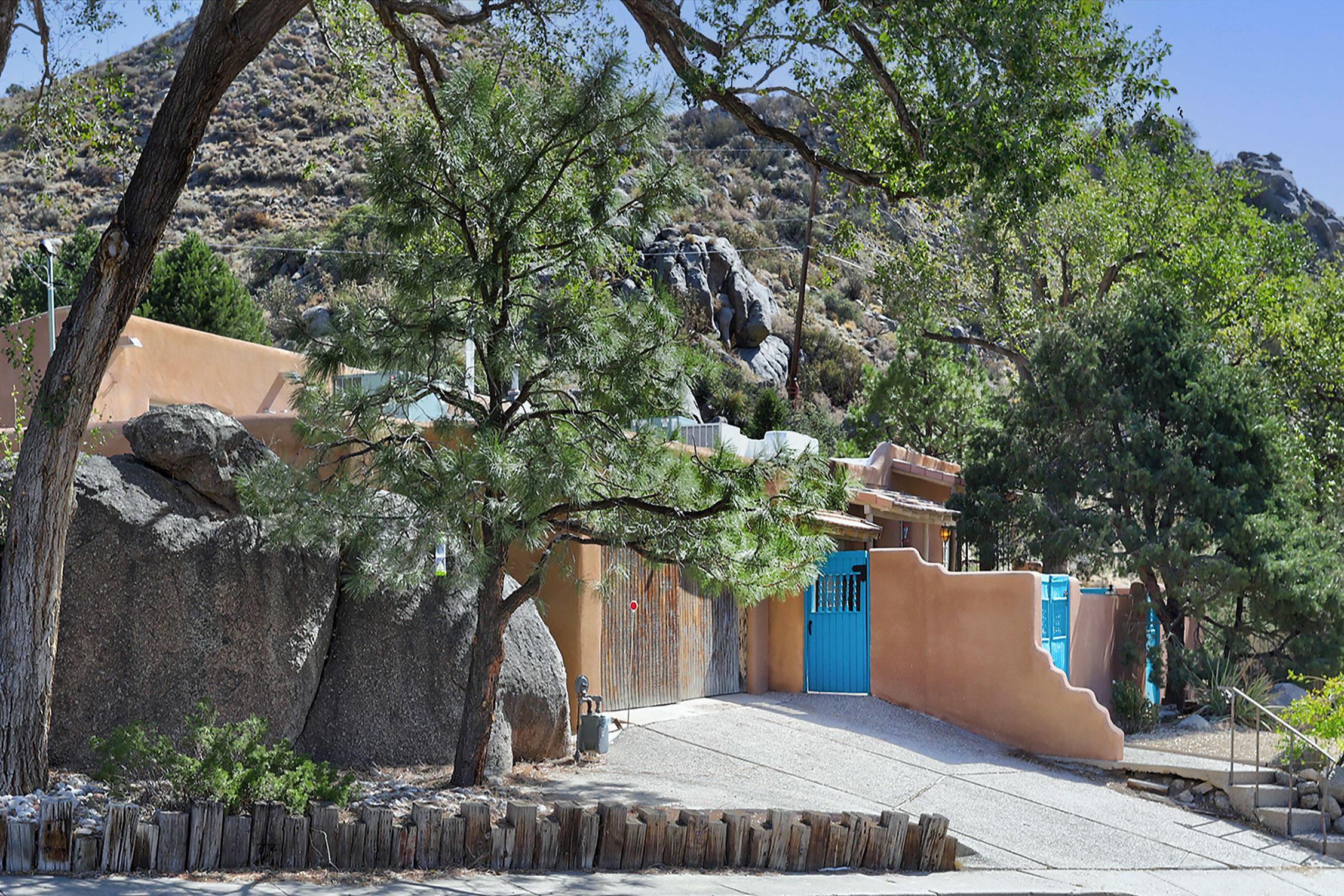 510 Camino De La Sierra Ne Property Photo