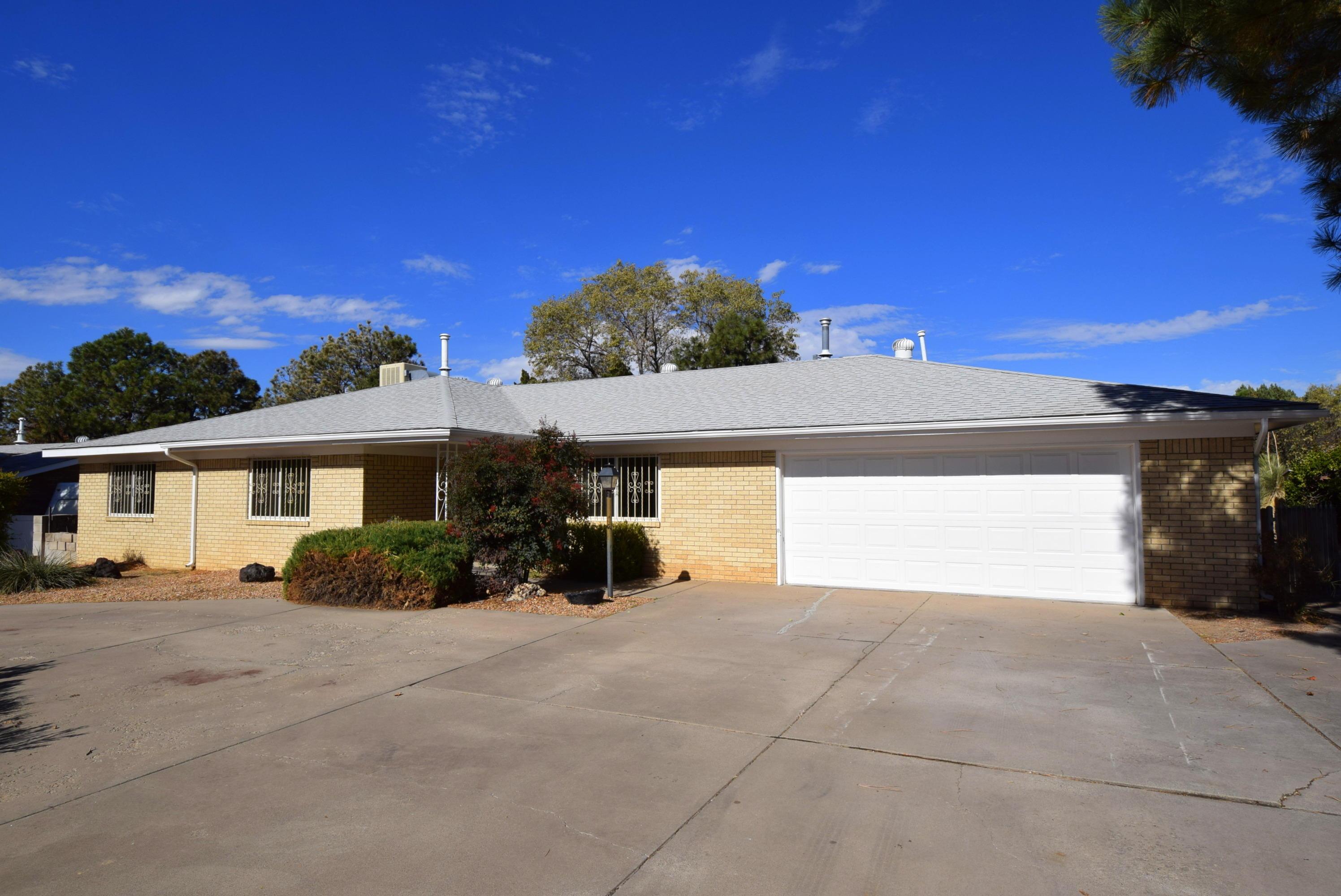 6509 Arroyo Del Oso Avenue NE Property Photo - Albuquerque, NM real estate listing