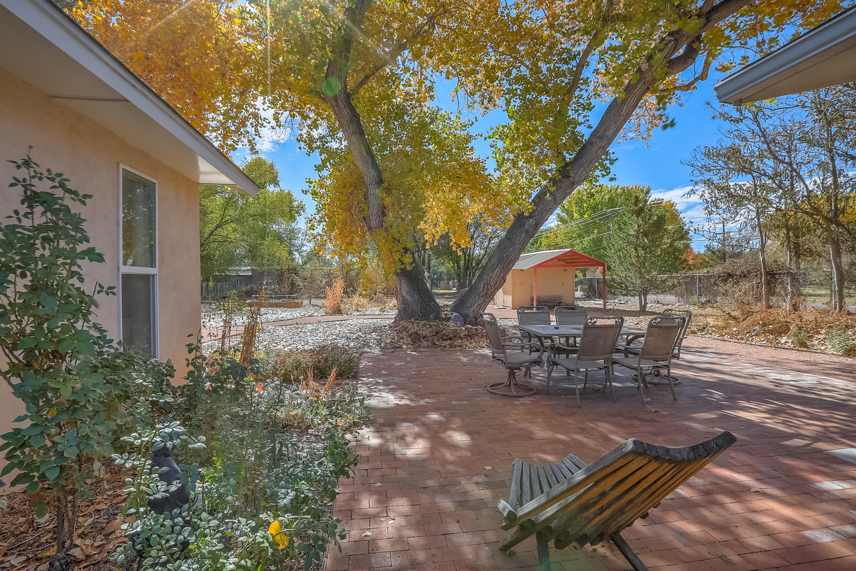616 BLEDSOE Road NW Property Photo - Los Ranchos, NM real estate listing