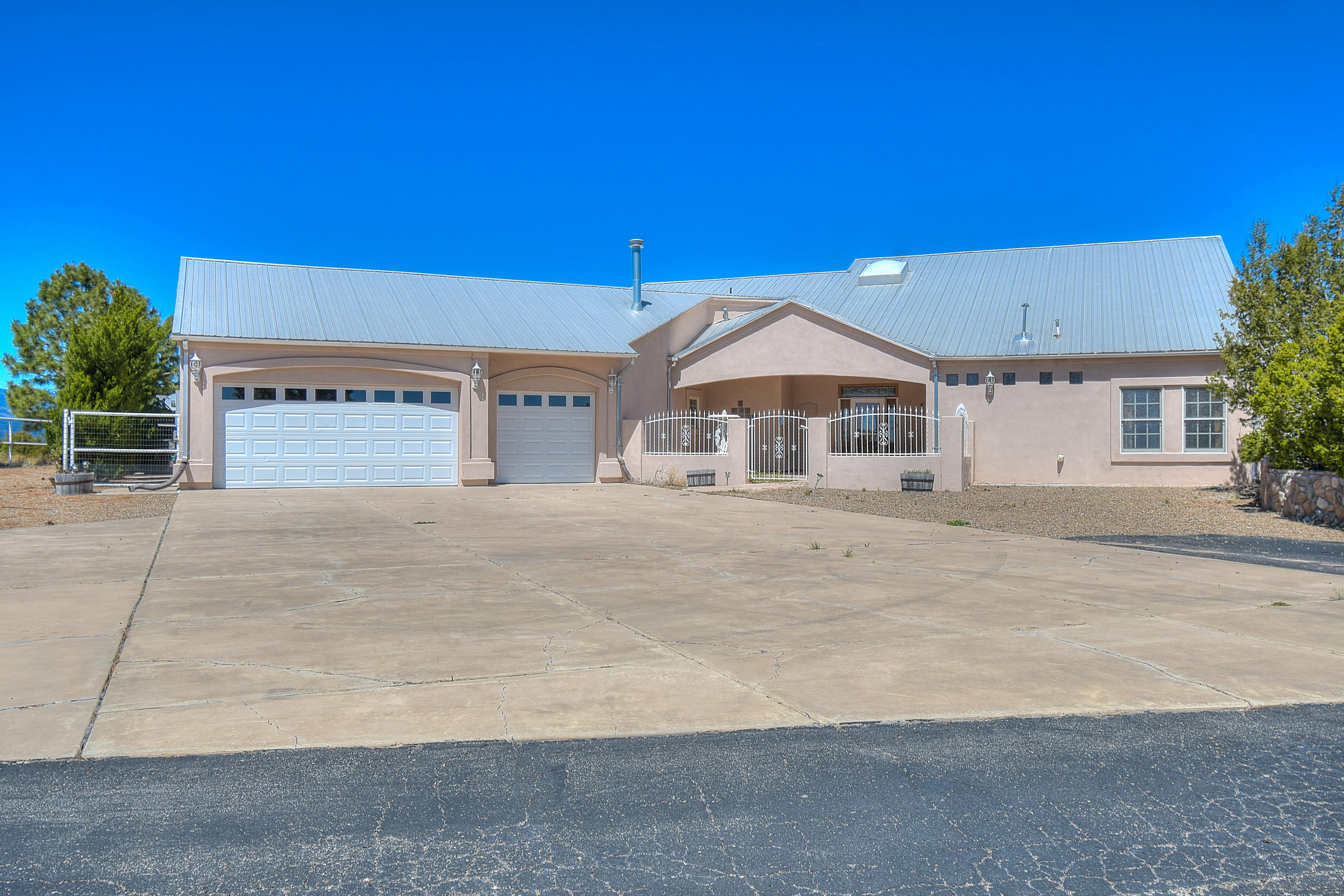 25 Crestview Road Property Photo - Edgewood, NM real estate listing