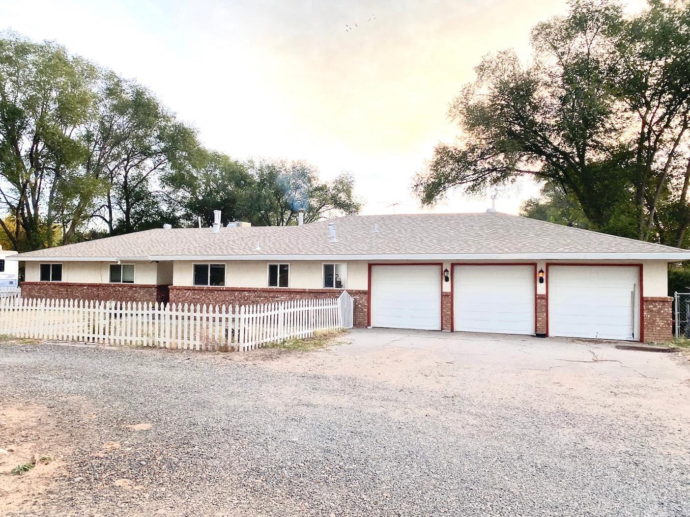 9 Loboy Drive Property Photo - Peralta, NM real estate listing
