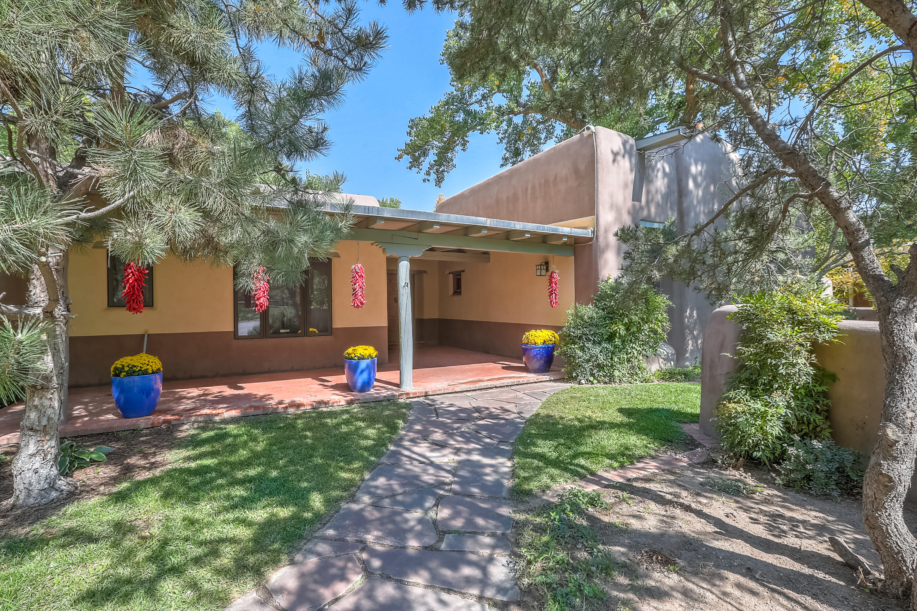921 GUADALUPE Court NW Property Photo - Albuquerque, NM real estate listing
