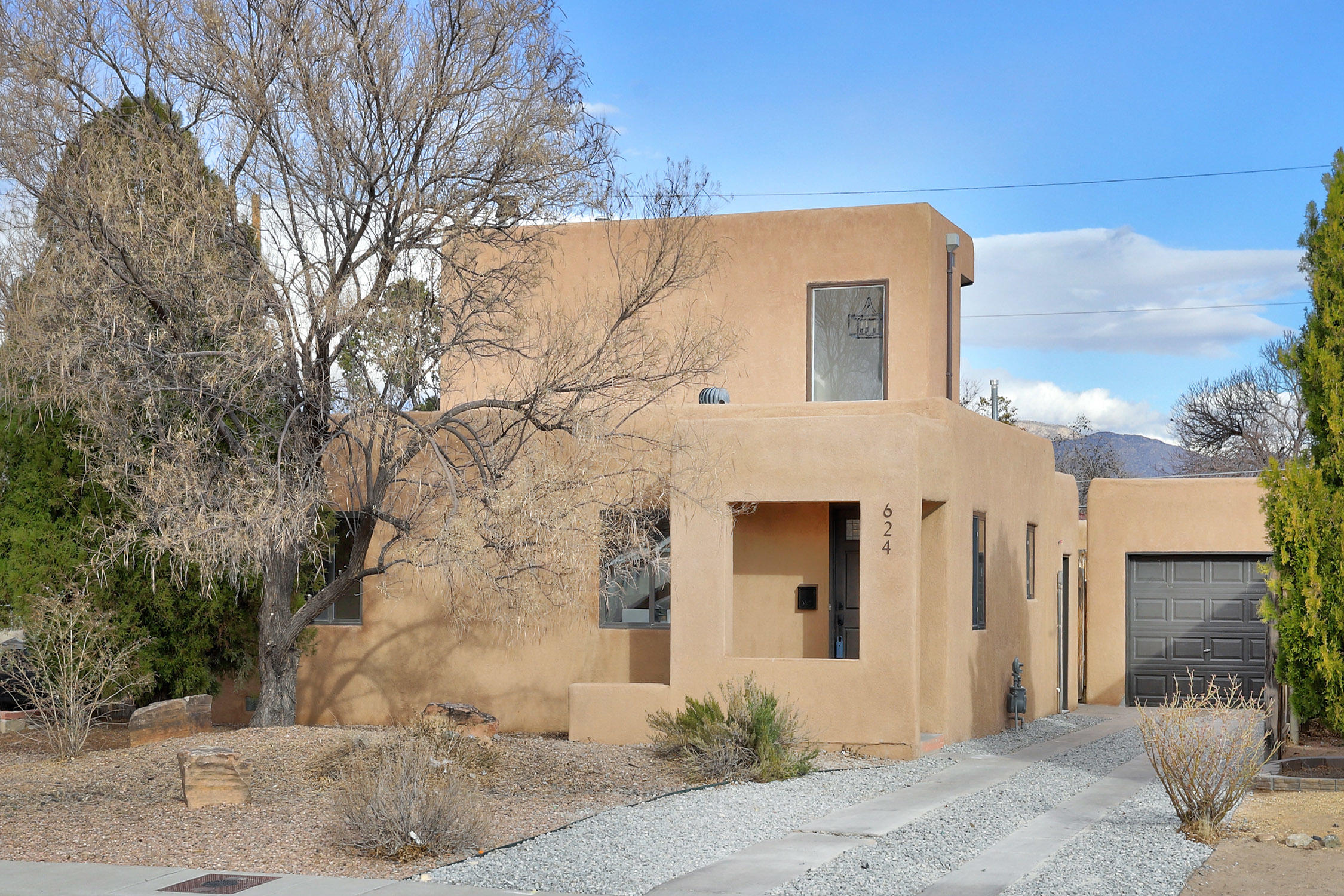 624 MONROE Street SE Property Photo - Albuquerque, NM real estate listing