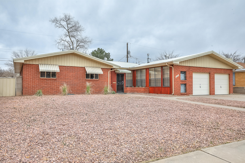 514 PALOMAS Drive NE Property Photo - Albuquerque, NM real estate listing