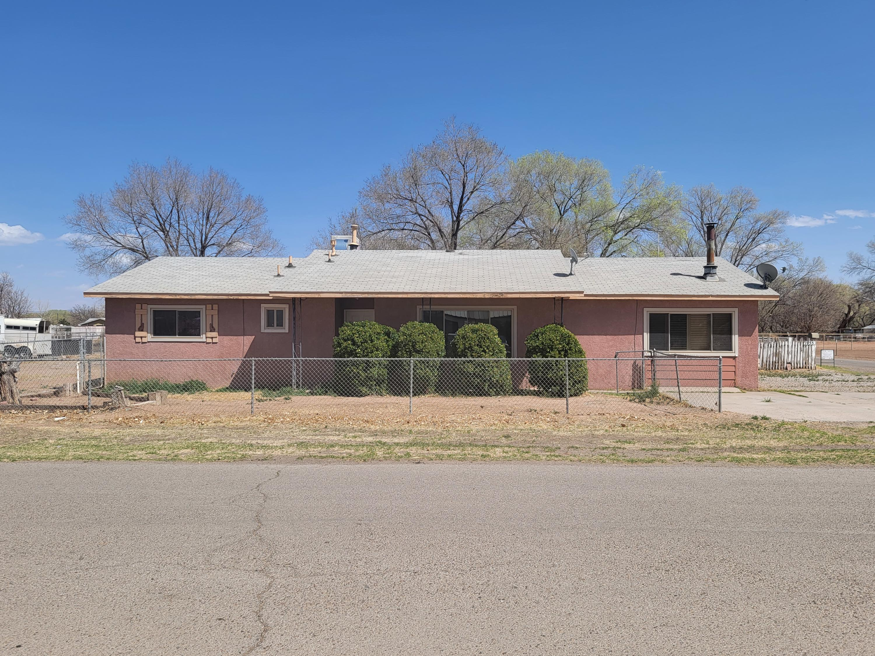 1955 PEARL Loop Property Photo - Bosque Farms, NM real estate listing