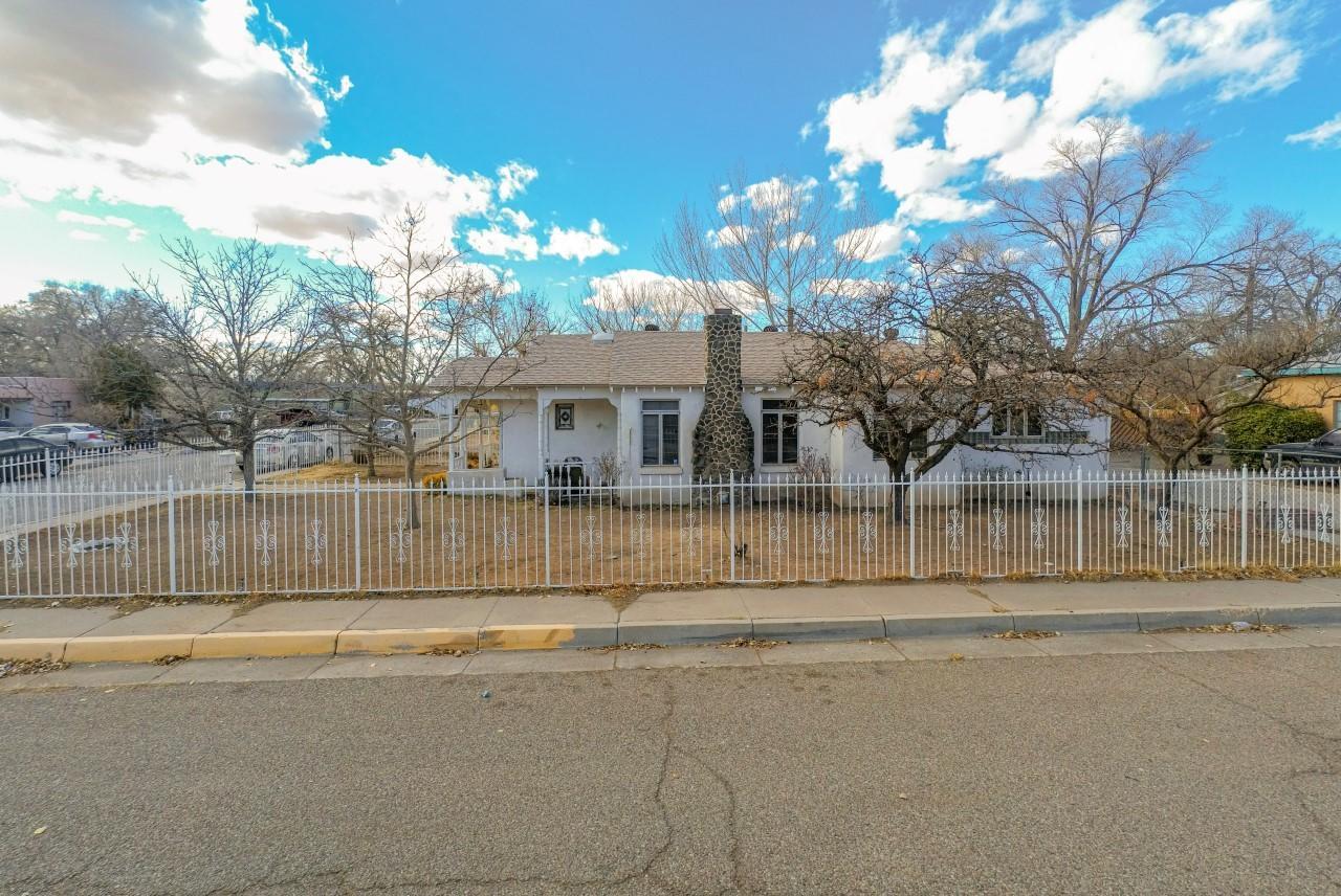 1301 IRON Avenue SW Property Photo - Albuquerque, NM real estate listing