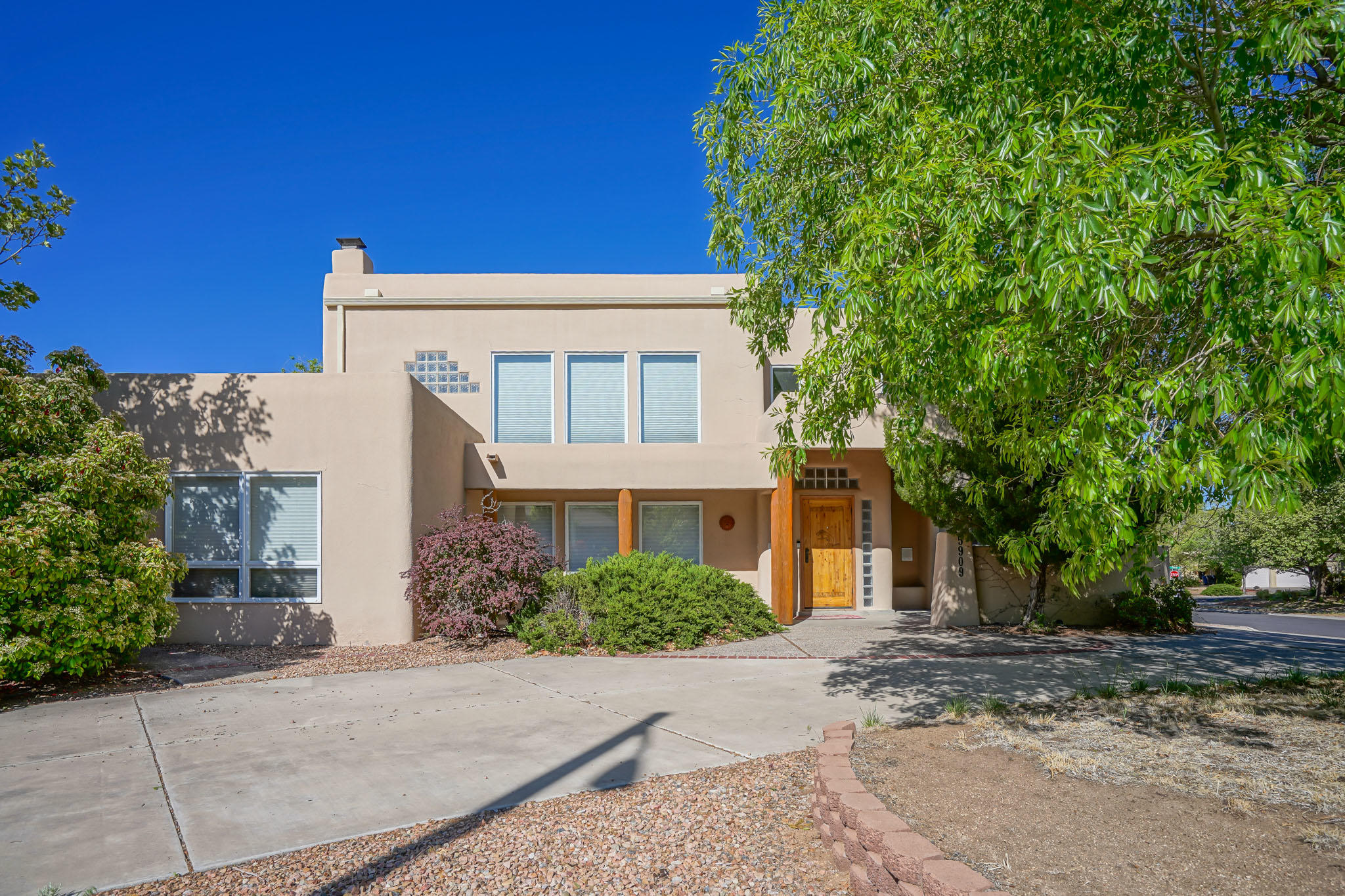 5909 ROYAL OAK Drive NE Property Photo - Albuquerque, NM real estate listing