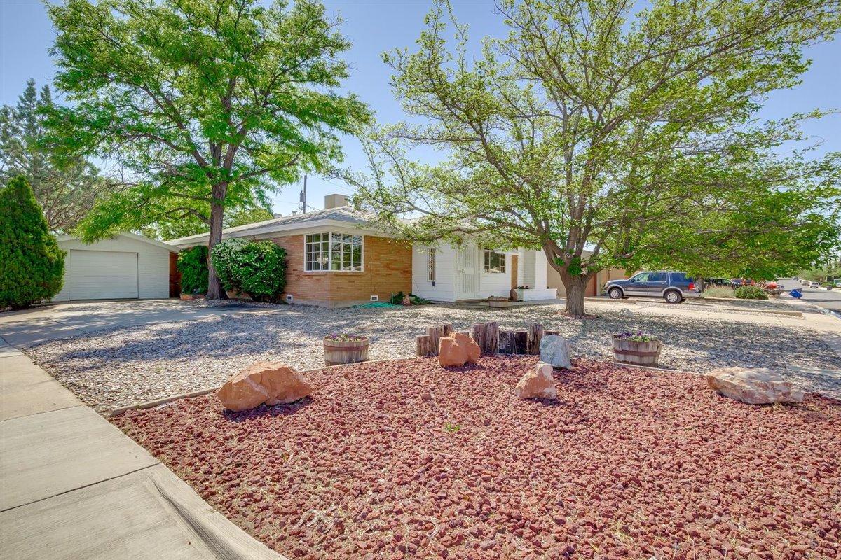 820 LAGUAYRA Drive NE Property Photo - Albuquerque, NM real estate listing