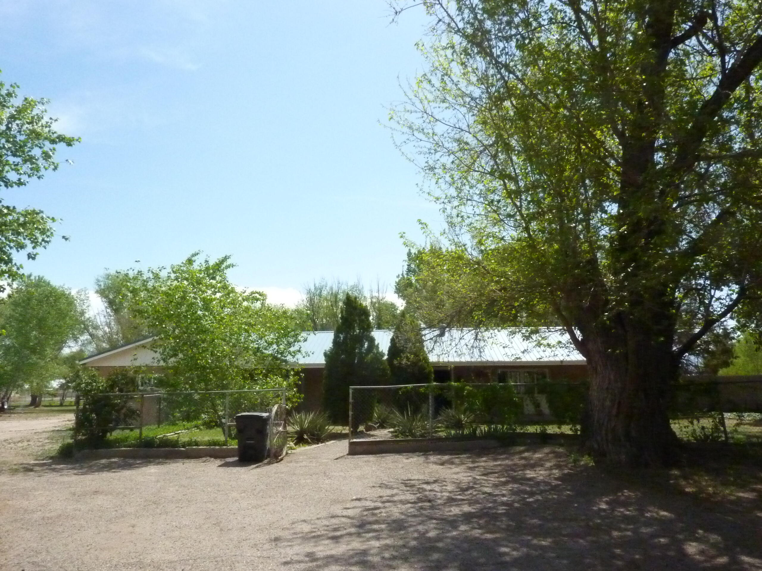 33 SUNFLOWER Lane Property Photo - Peralta, NM real estate listing