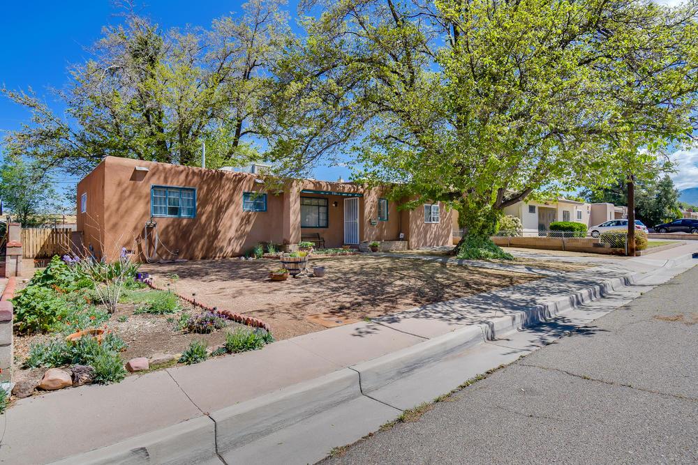 5713 ALTA MONTE Avenue NE Property Photo - Albuquerque, NM real estate listing