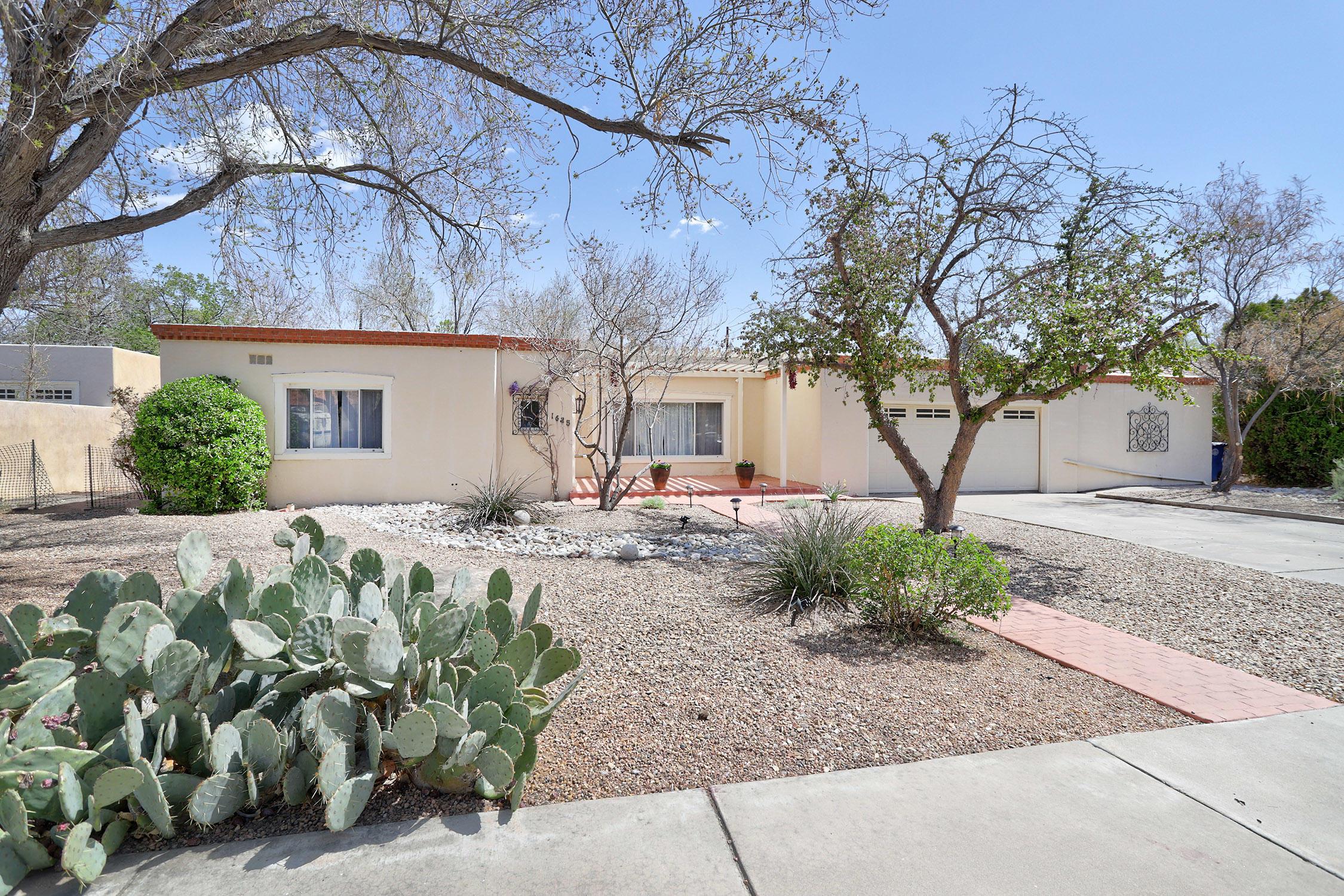 1625 Los Alamos Avenue SW Property Photo - Albuquerque, NM real estate listing