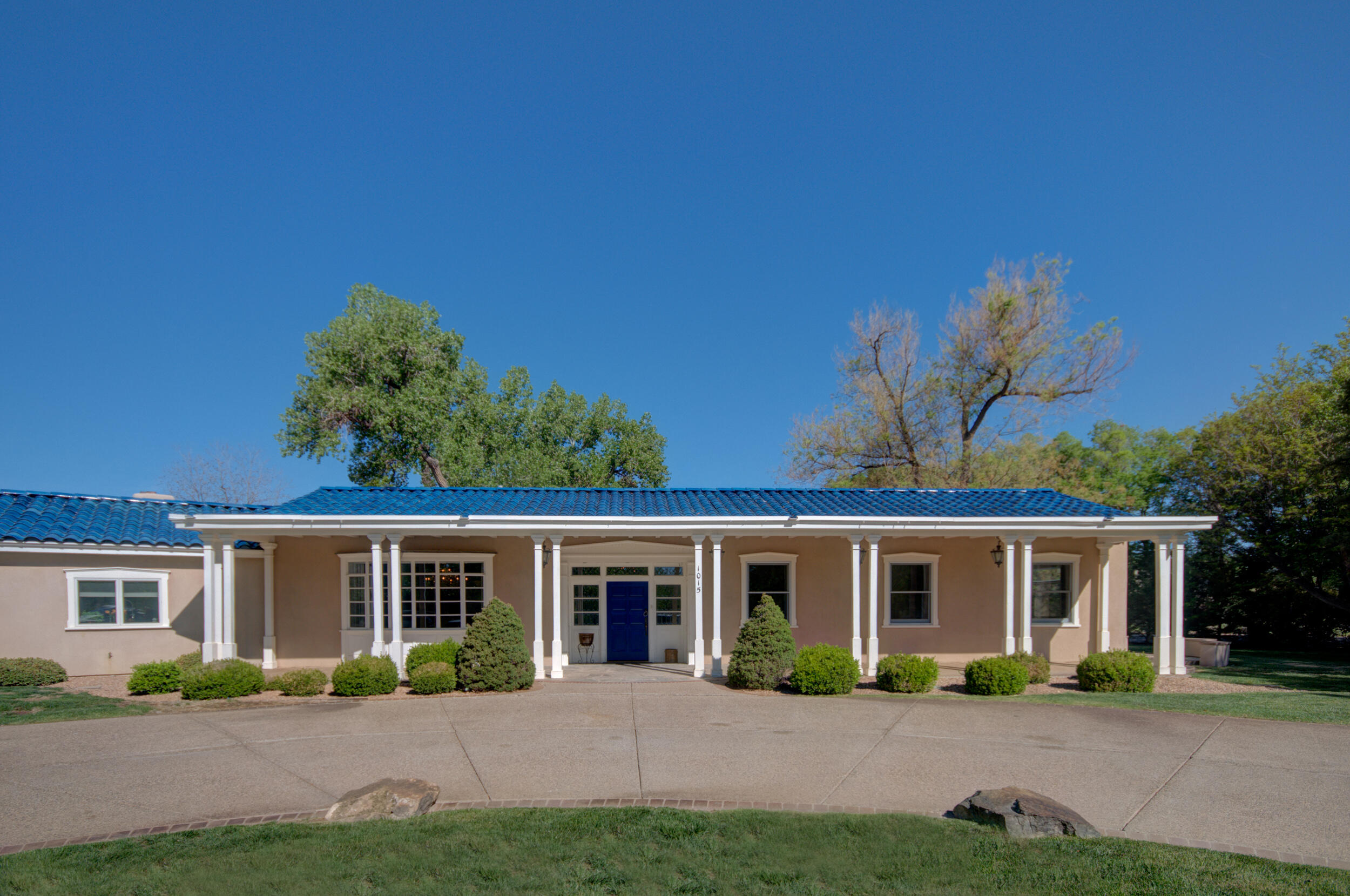 1015 COTTONWOOD Place NW Property Photo - Los Ranchos, NM real estate listing