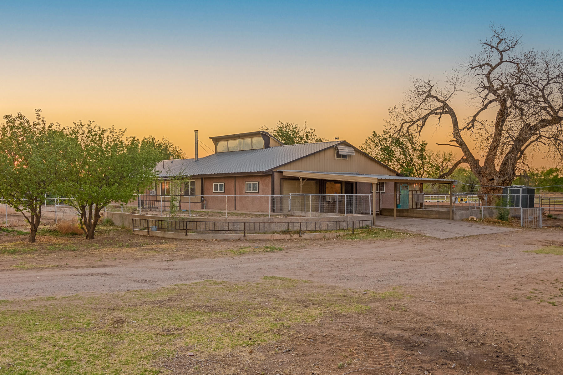 2309 LOS PADILLAS Road SW Property Photo - Albuquerque, NM real estate listing