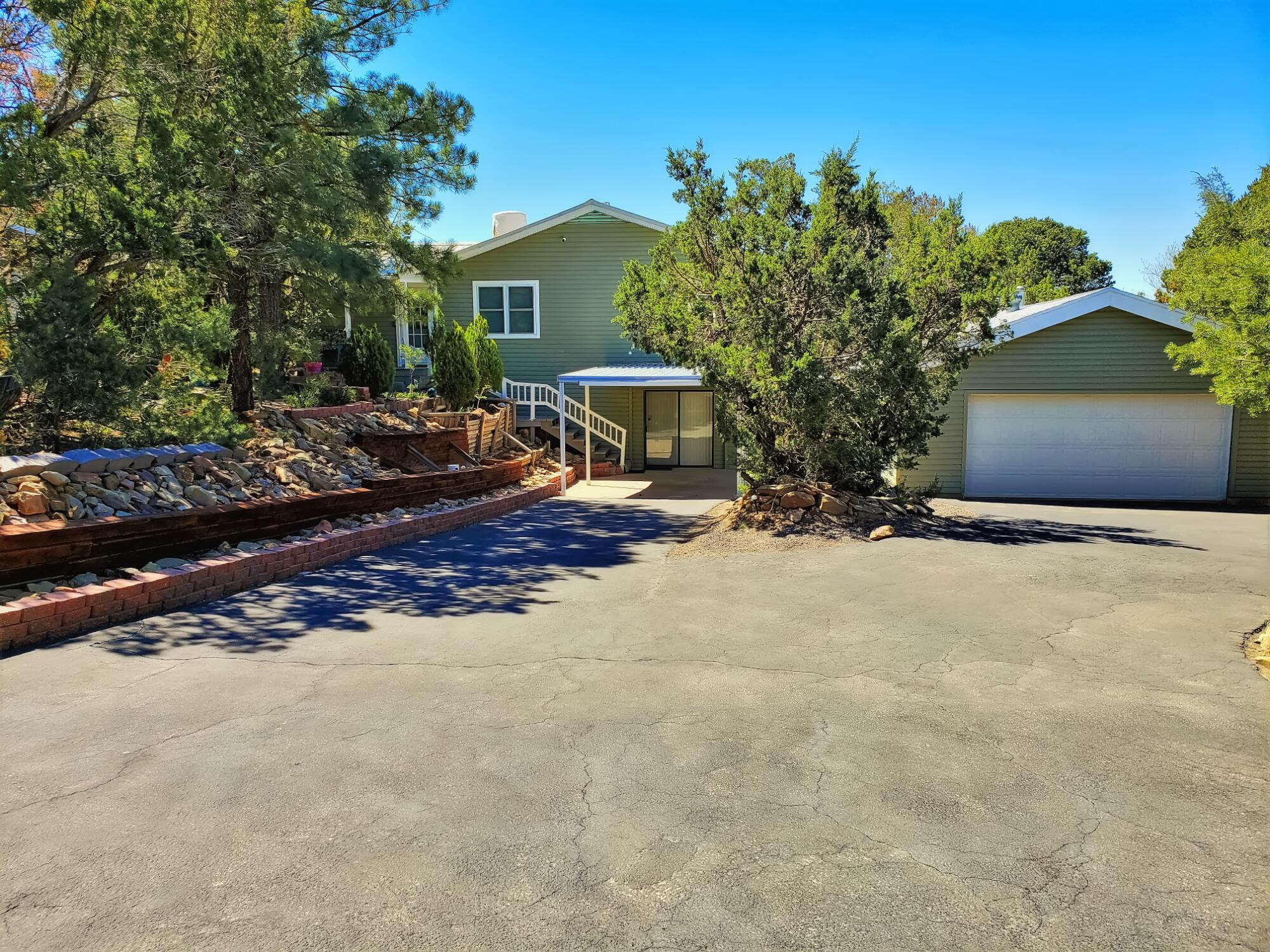 115 MATTERHORN Drive Property Photo - Cedar Crest, NM real estate listing
