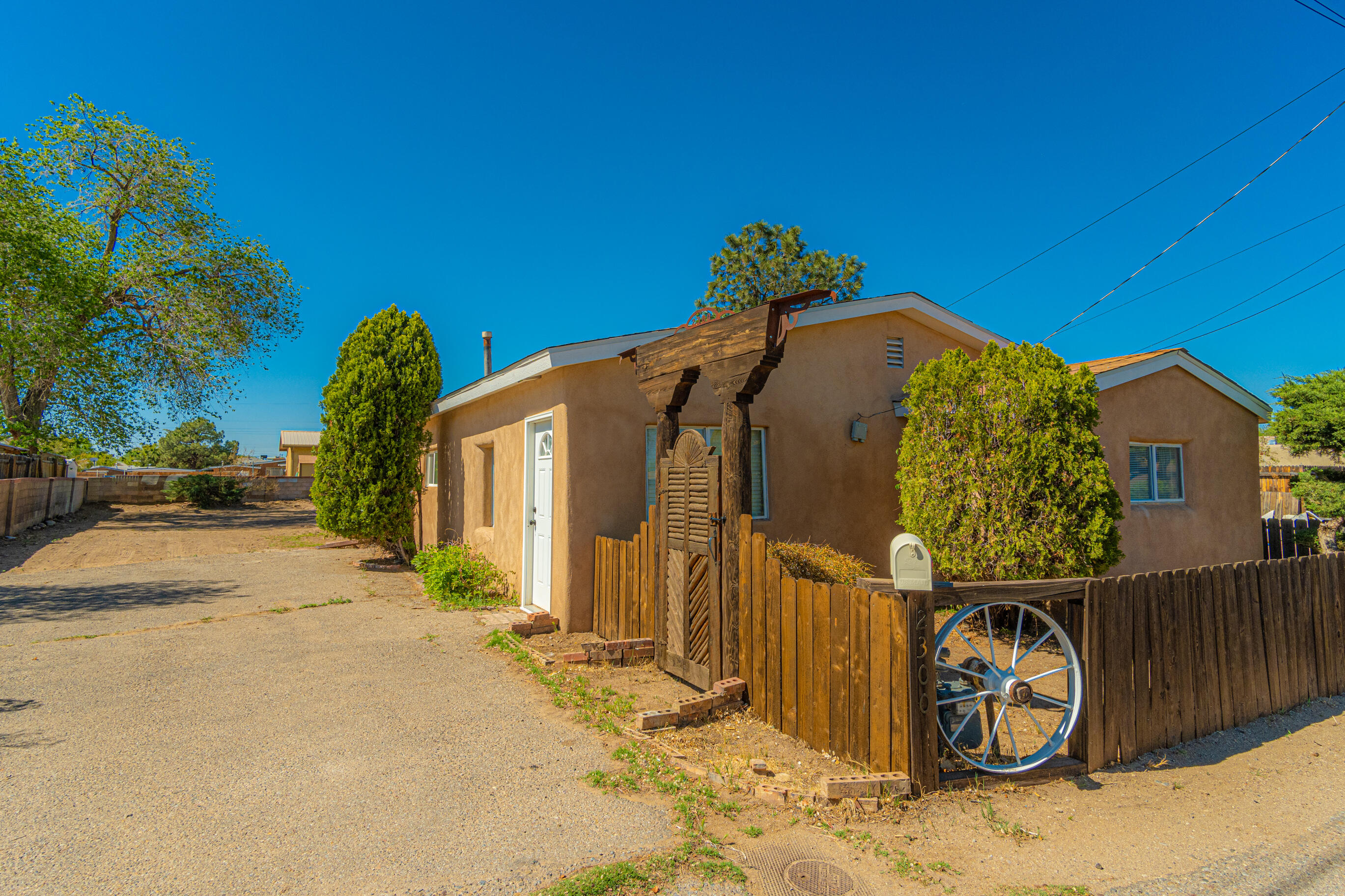 2300 WILMA Road NW Property Photo - Albuquerque, NM real estate listing