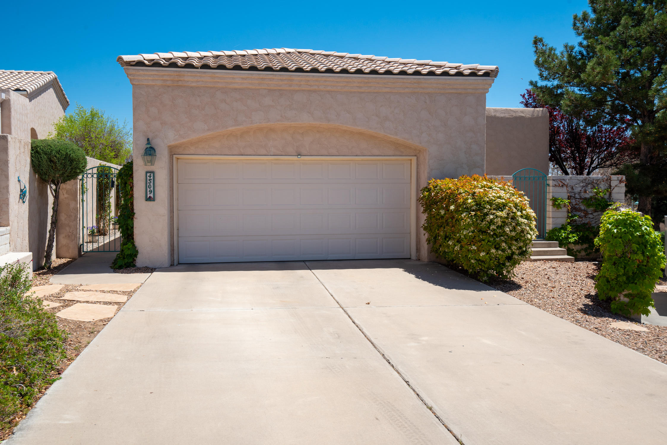 4509 MIRAMAR Drive NW Property Photo - Albuquerque, NM real estate listing