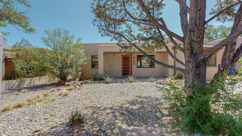 1304 Lobo Place Ne Property Photo