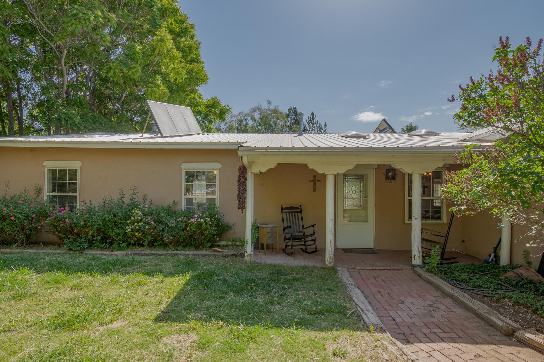 412 VALLEJOS Road NE Property Photo - Los Lunas, NM real estate listing