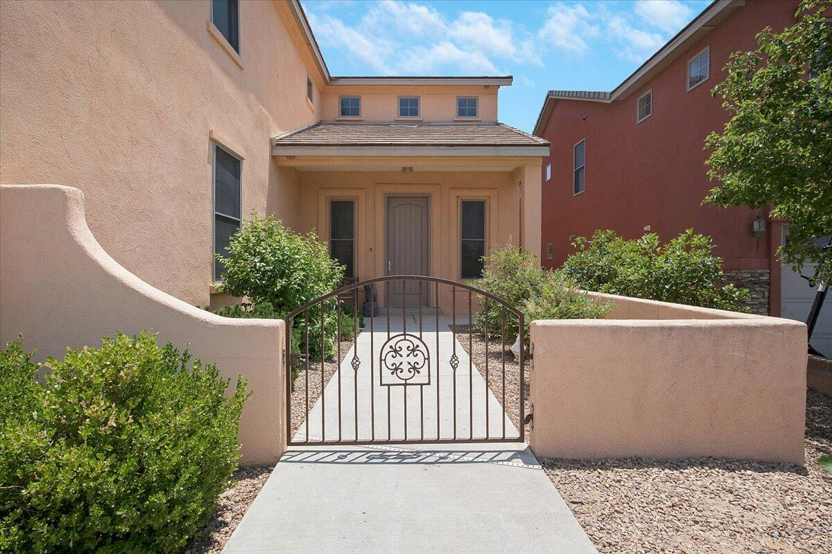 2724 Walsh Loop Se Property Photo 1