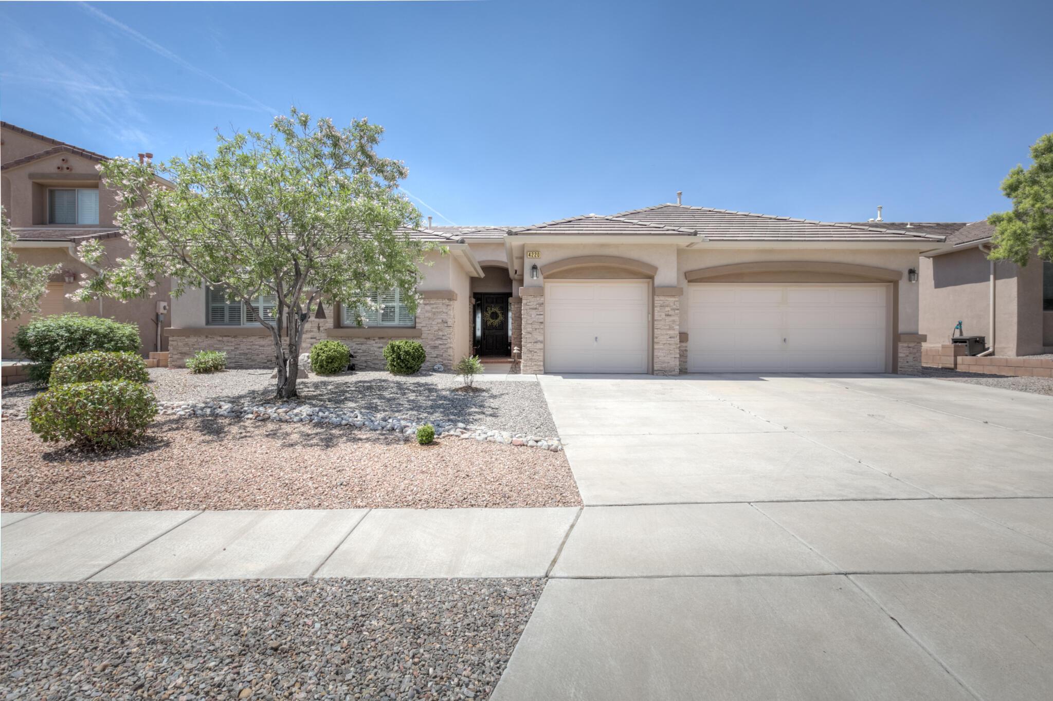 4220 Cholla Drive Ne Property Photo 1