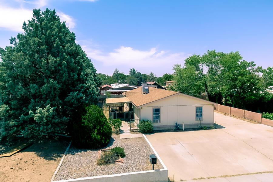 6524 Ruth Avenue Ne Property Photo