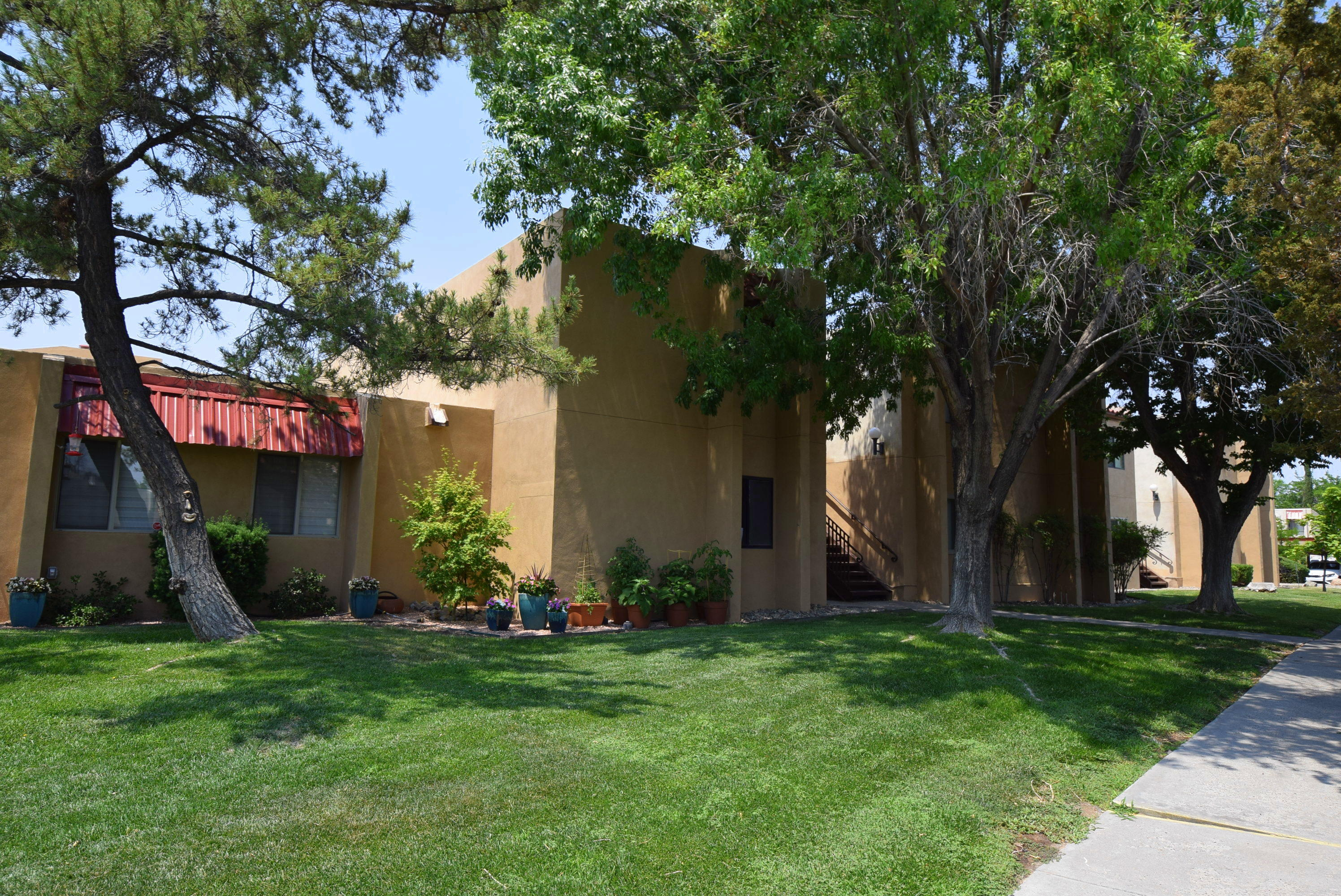 907 Country Club Drive Se #d Property Photo