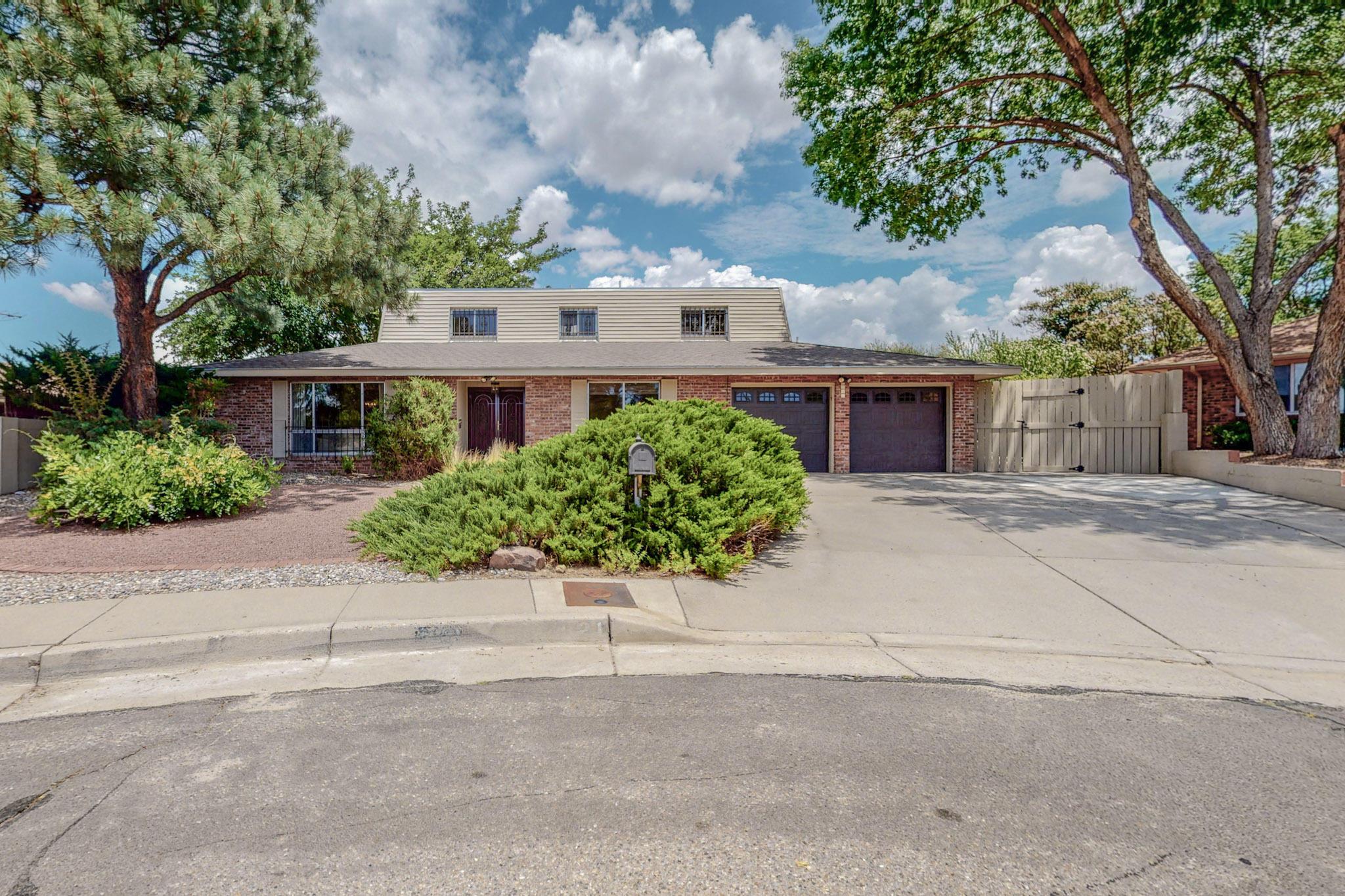 7621 Arroyo Del Oso Avenue Ne Property Photo 1