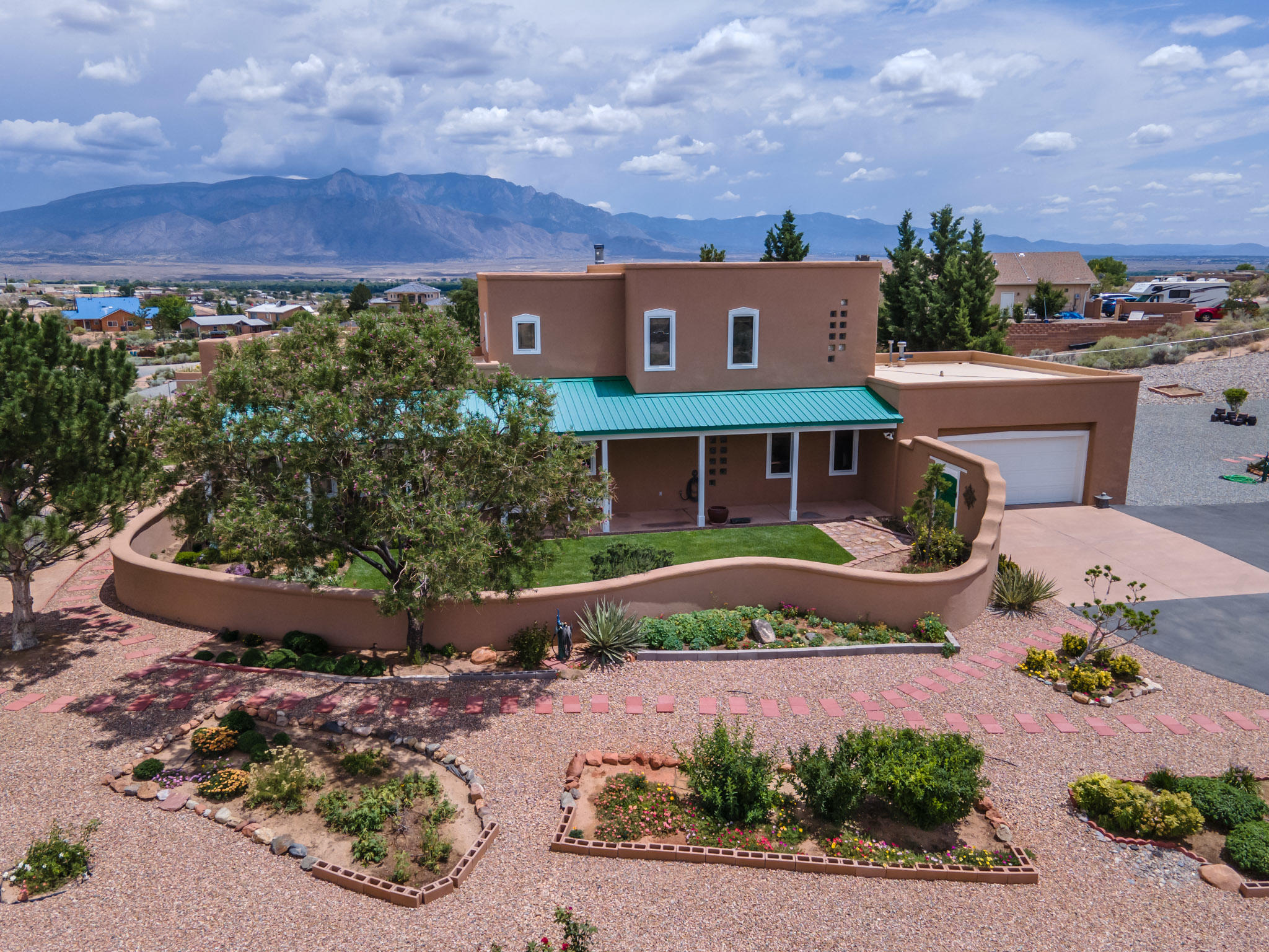 5345 Vera Cruz Road Ne Property Photo 1