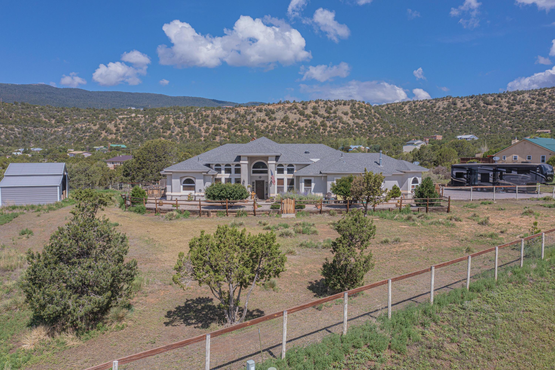 102 Shady Oak Circle Property Photo 1