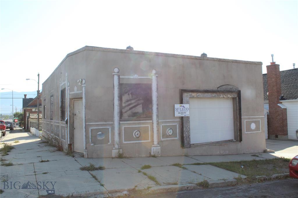 450 W Silver Street W Property Photo