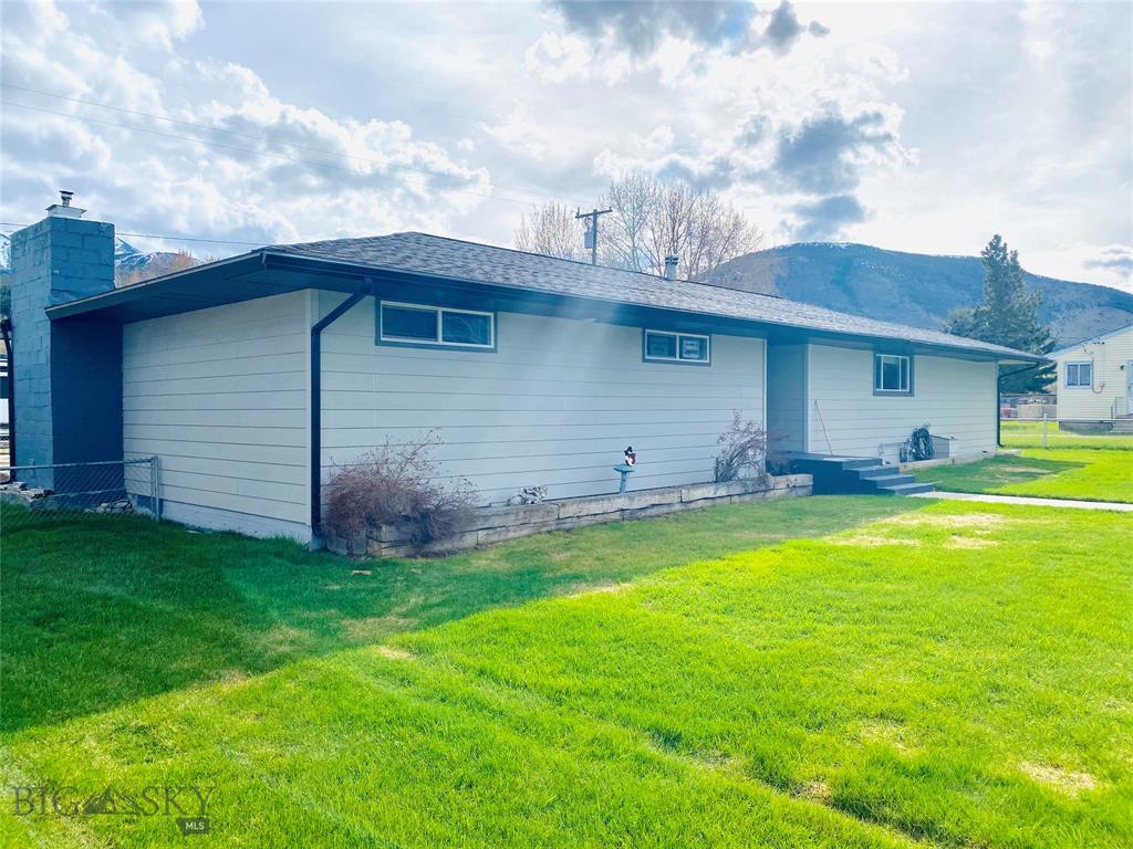 119 Mountain View S Property Photo