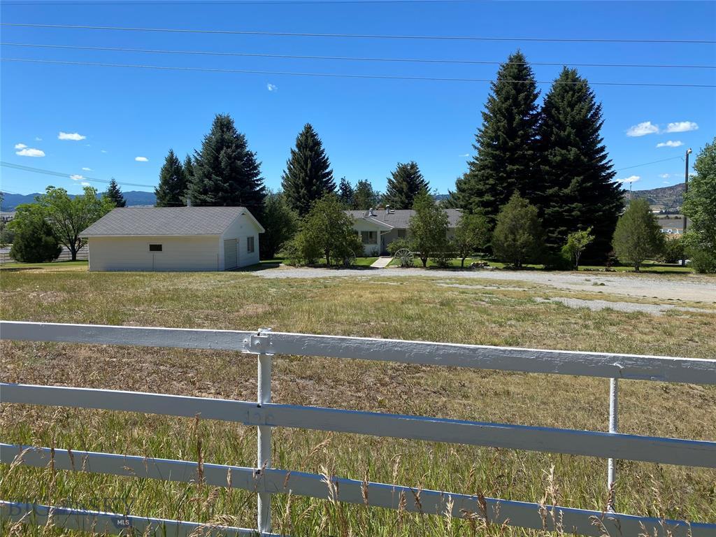 5255 Saddle Rock Road Property Photo