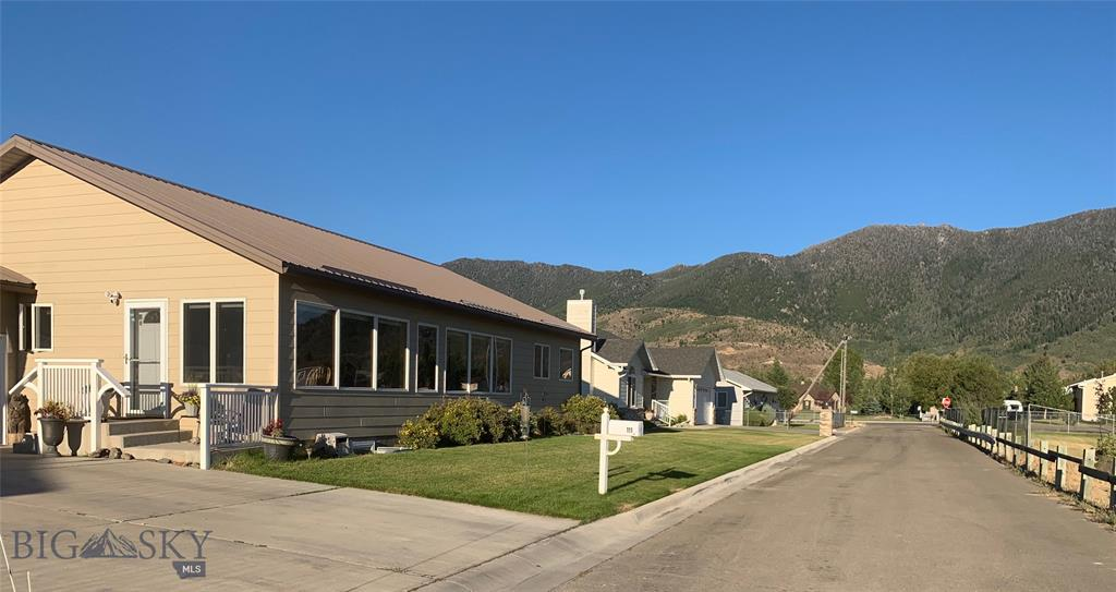 111 Red Mountain View Property Photo