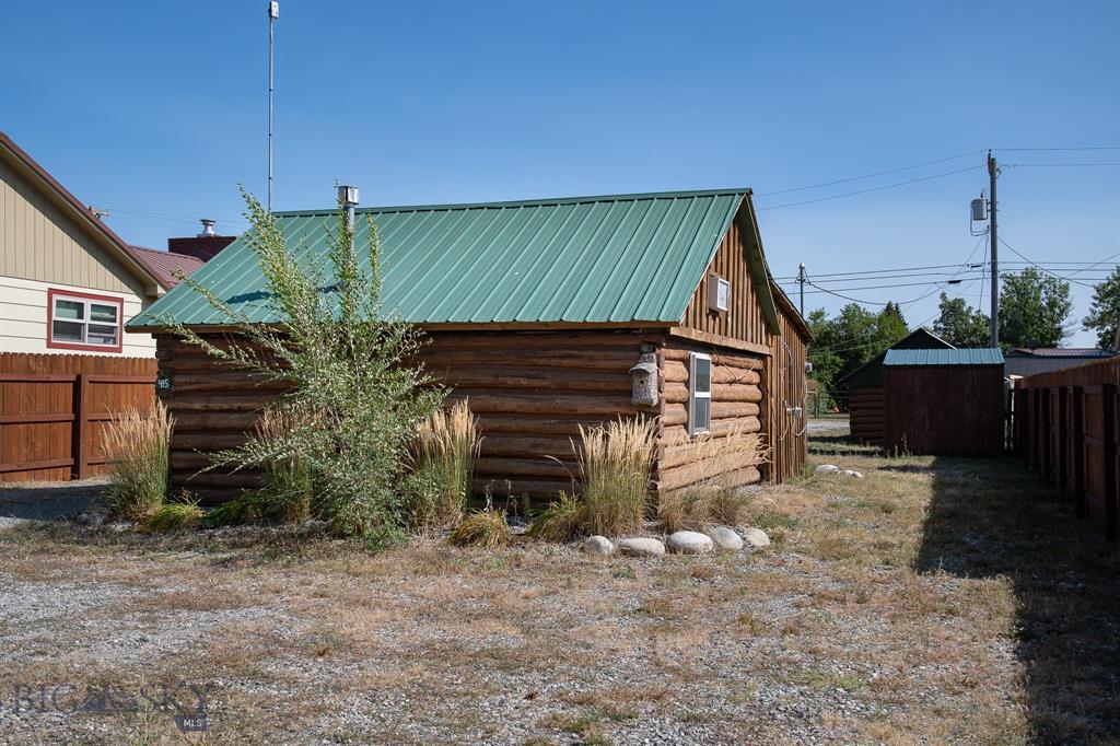 415 W 2nd Property Photo