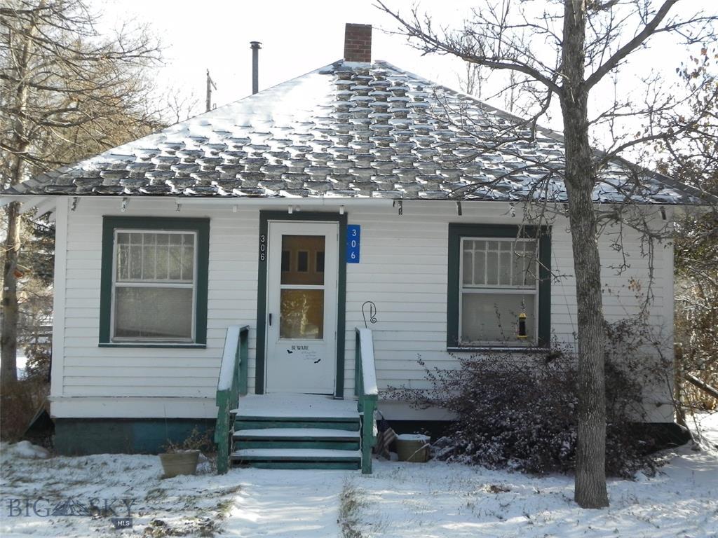 306 Main Street Property Photo