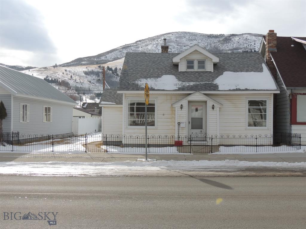 913 E Park Street Property Photo