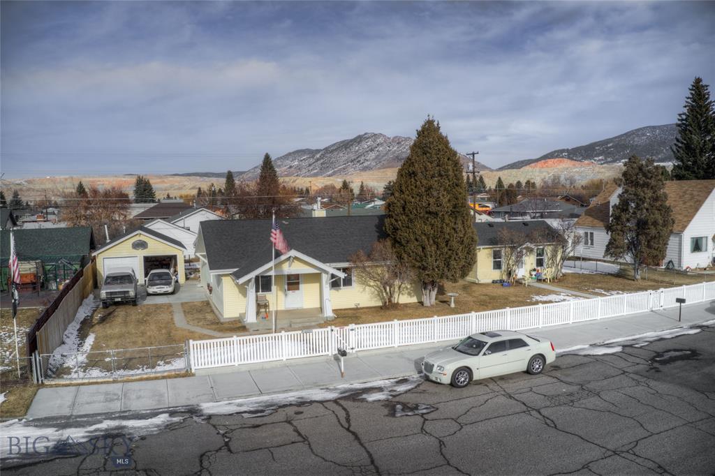 2521 Nettie Property Photo