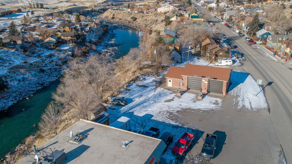 405 Scott Street W Property Photo - Gardiner, MT real estate listing