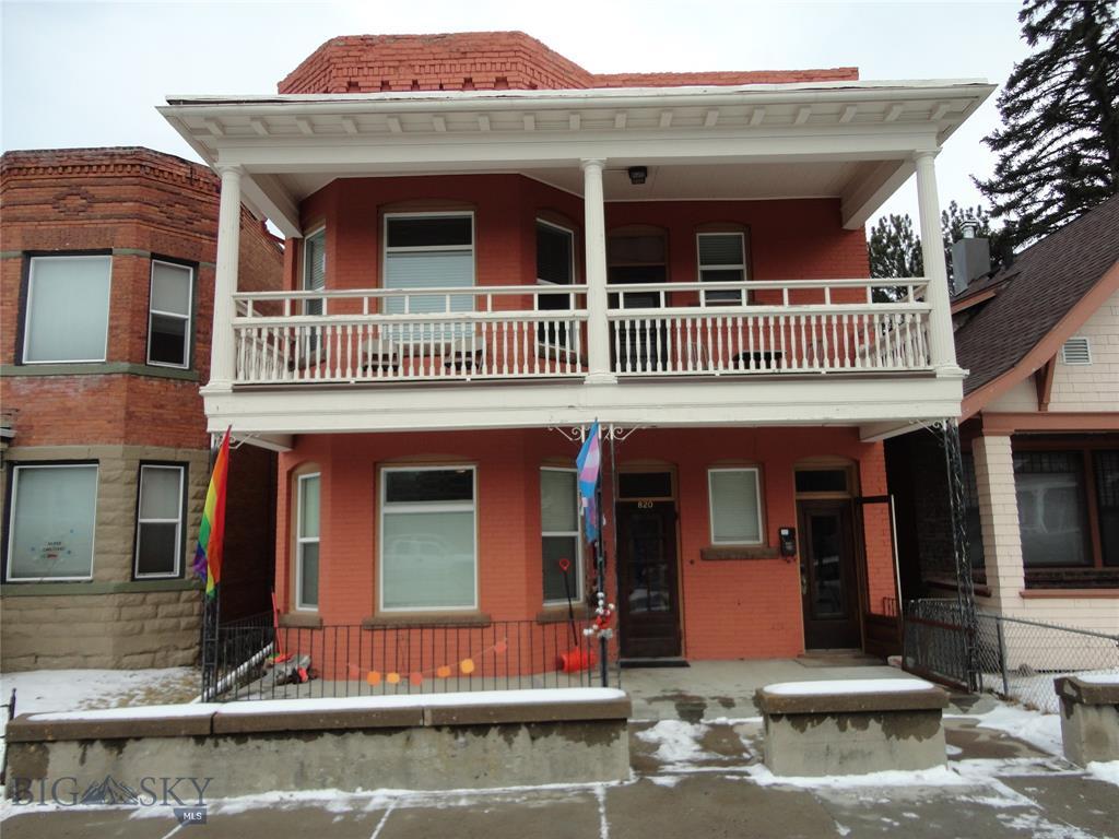 820-822 W Silver Street Property Photo