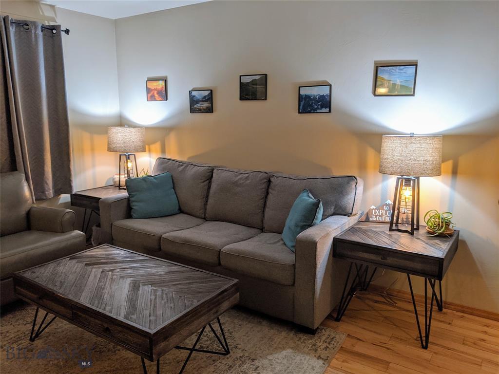 946 N River Rock Property Photo