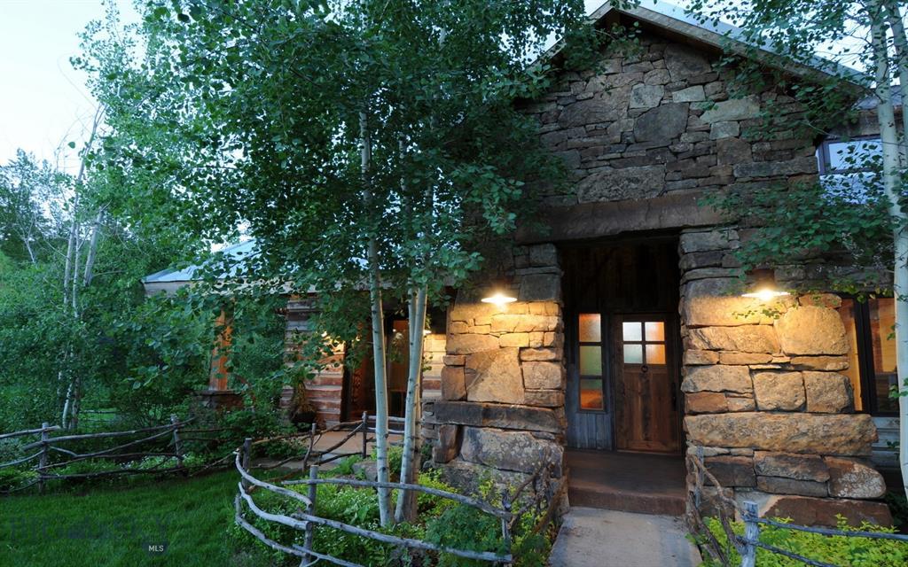 6701 Sourdough Canyon Road Property Photo