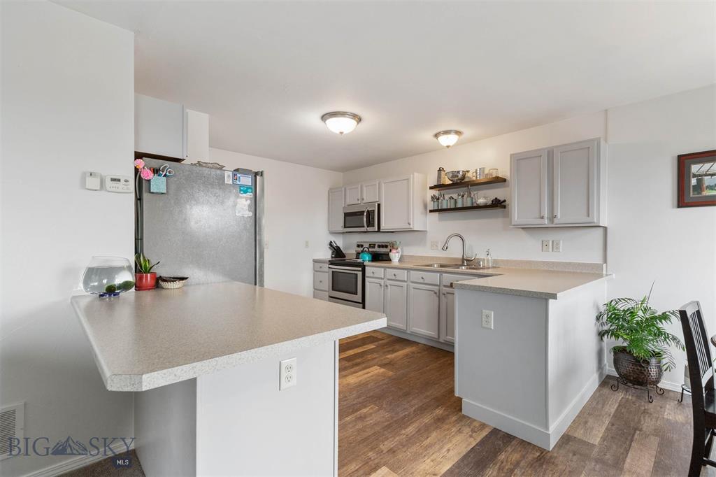947 N River Rock Drive Property Photo 1